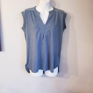Prana gray/teal crochet details v-neck tshirt